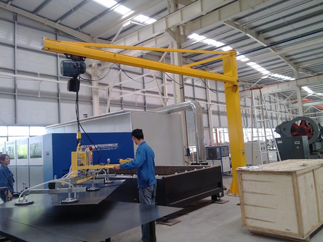 立柱懸臂(bi)吊應用案例