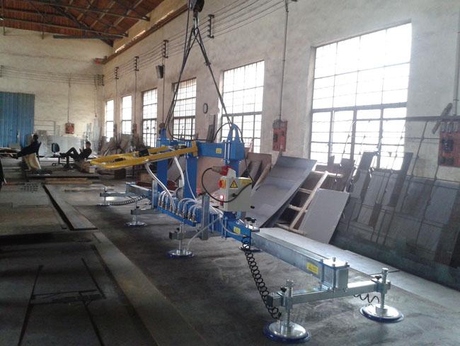 大型吸吊機